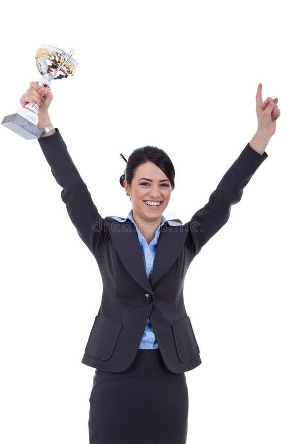 Aufgeregte Geschäftsfrau, die eine Trophäe gewinnt lizenzfreie stockfotos