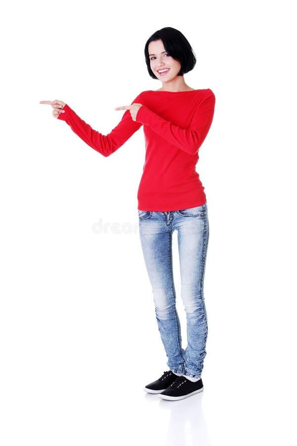 Download Aufgeregte Junge Frau, Die Auf Exemplarplatz Zeigt Stockfoto - Bild von geschäft, freude: 27729166