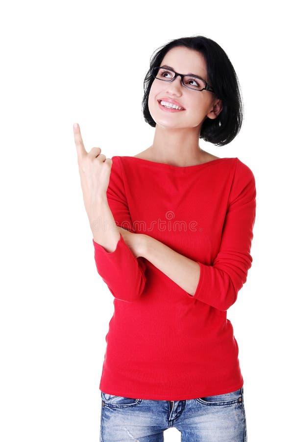 Download Aufgeregte Junge Frau, Die Auf Exemplarplatz Zeigt Stockfoto - Bild von schön, geschäft: 27729210