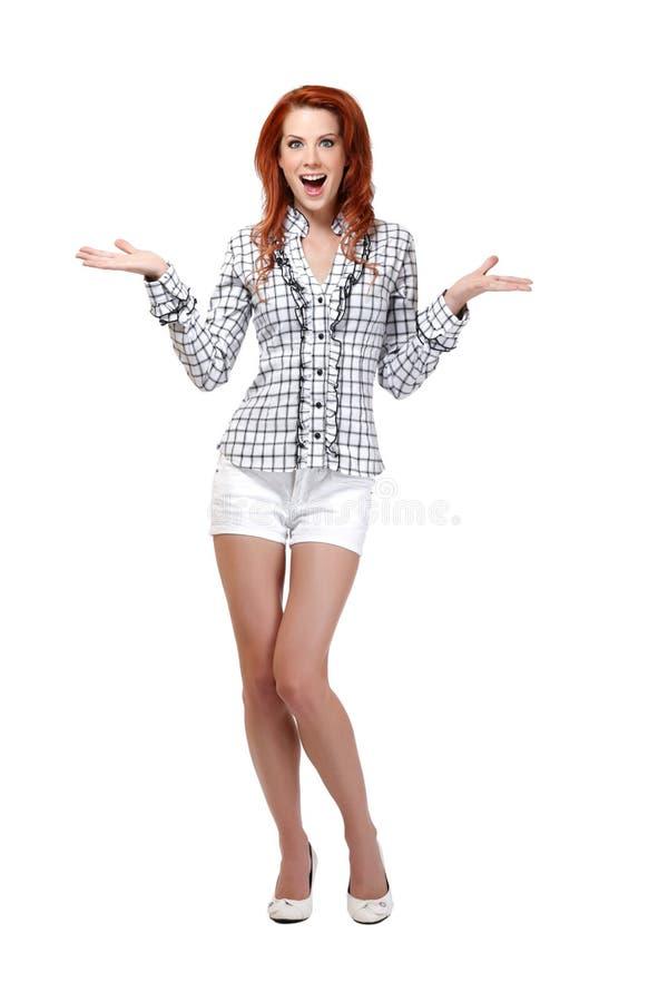 Aufgeregte Redheadfrau getrennt auf Weiß stockfotos