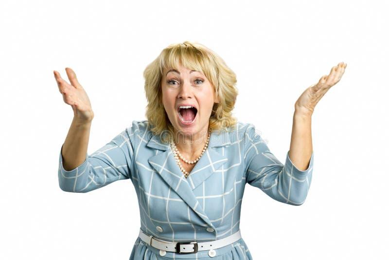 Aufgeregte reife Frau, weißer Hintergrund stockfotografie
