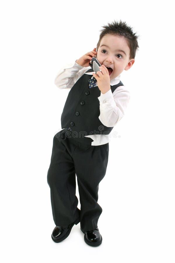 Aufgeregter Kleinkind-Junge auf Mobiltelefon lizenzfreie stockbilder