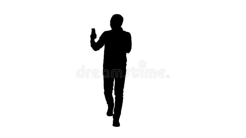 Aufgeregter Mann des Schattenbildes unter Verwendung Smartphoneaufnahmevideoblog vlog stockbild