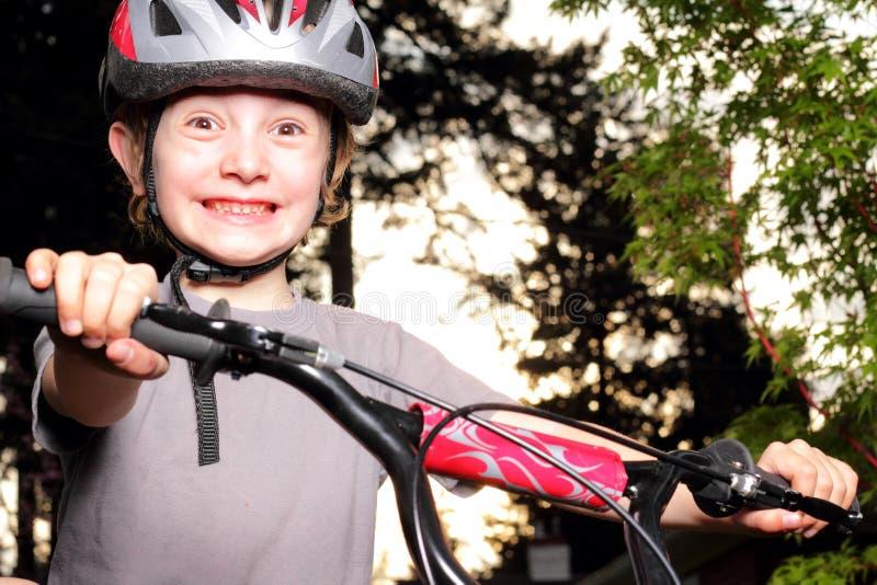 Aufgeregter Radfahrer An Der Dämmerung Stockbilder