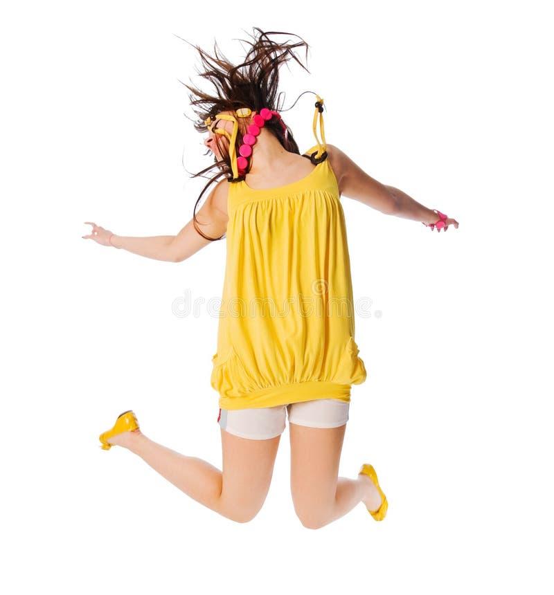 Aufgeregtes junges Mädchen, das auf Weiß springt lizenzfreies stockfoto