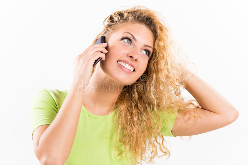 Aufgeregtes Mädchen, das am Telefon spricht lizenzfreies stockfoto
