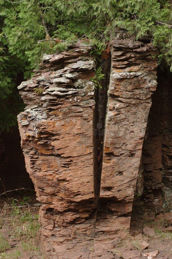 Aufgeteilter Felsen stockfoto