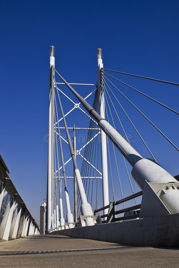 Aufhebung-Brücke u. Gehweg lizenzfreies stockfoto