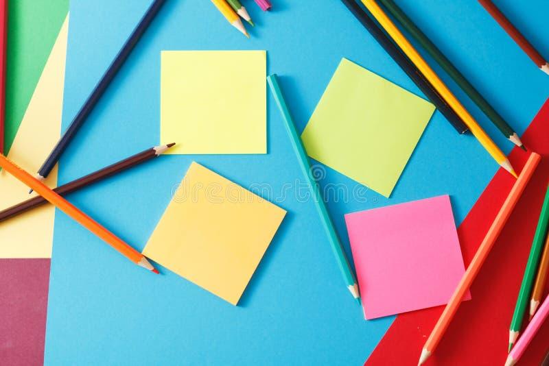 Aufkleber und Bleistifte lizenzfreie stockbilder
