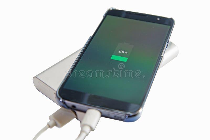 Aufladung des intelligenten Telefons lizenzfreies stockfoto