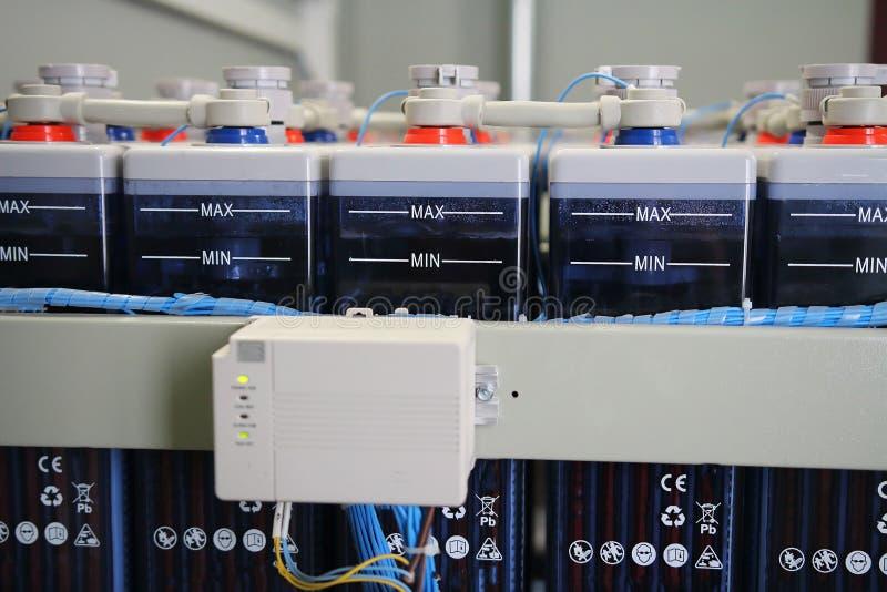 Aufladungssystem von elektrischen Stromversorgungsakkumulatoren industrieller DC-Batterie stockbilder