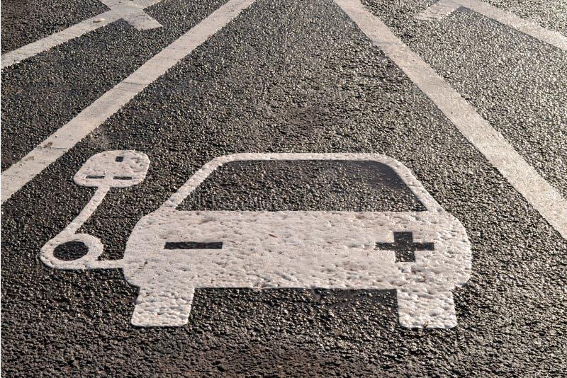 Aufladungszeichen des Fahrzeugstroms stockfotos