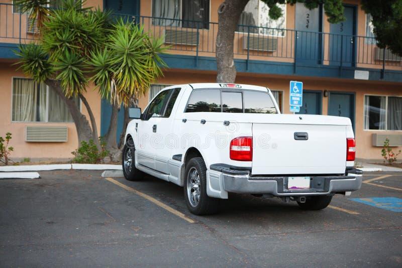 Aufnahme geparktes Motel lizenzfreies stockfoto