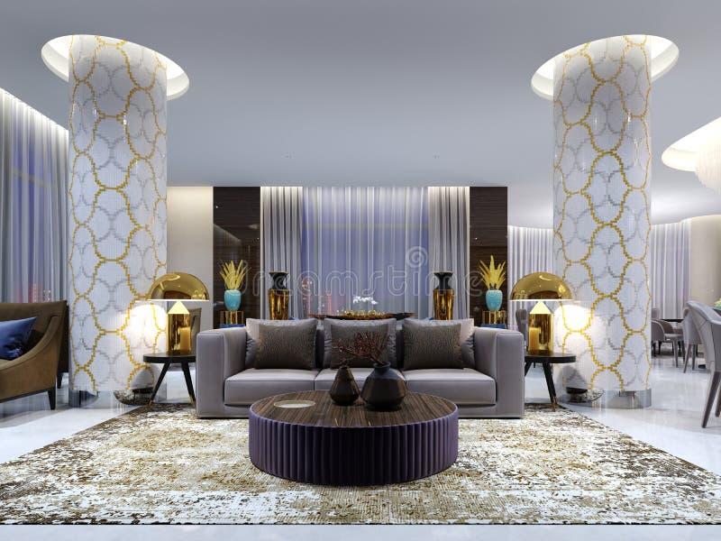 Aufnahme und Aufenthaltsraumbereich im Hotel, im Luxussofa mit Lehnsessel zwei mit Seitentabellen mit goldenen Lampen und im Couc lizenzfreie abbildung