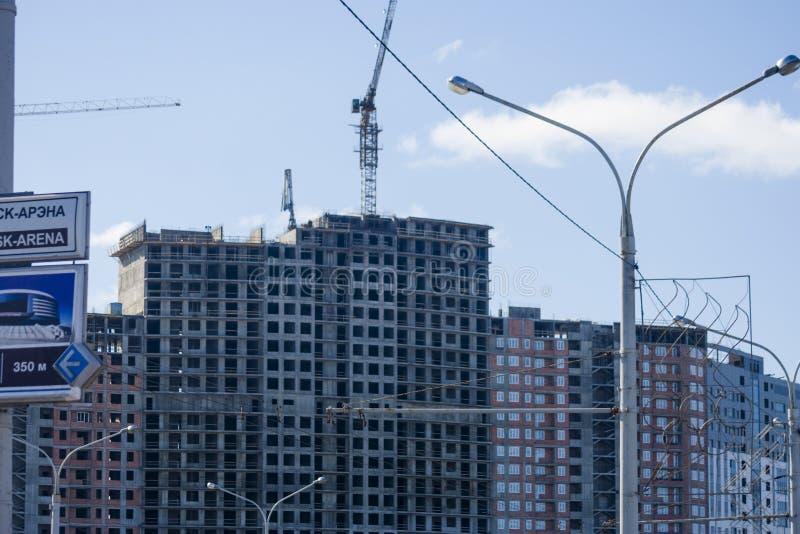 Aufrichtung des modernen Gebäudes stockfoto