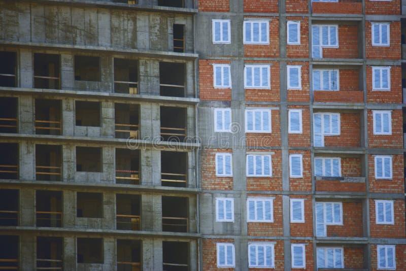 Aufrichtung des modernen Gebäudes lizenzfreies stockfoto