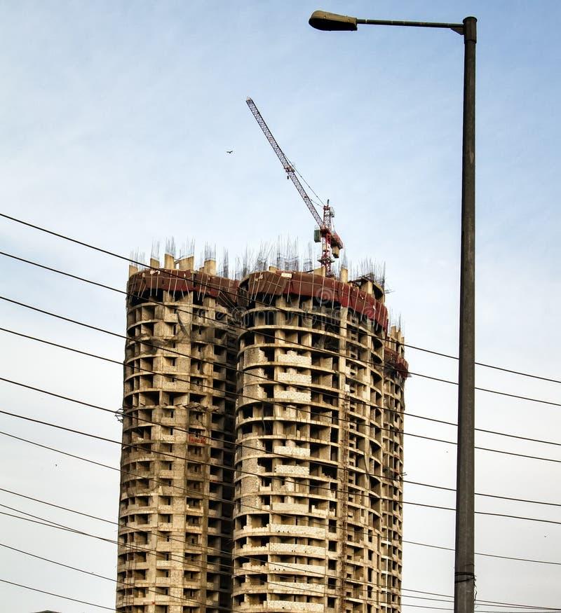 Aufrichtung von Geb?uden Schnelles Wachstum des Baus in Indien stockbild