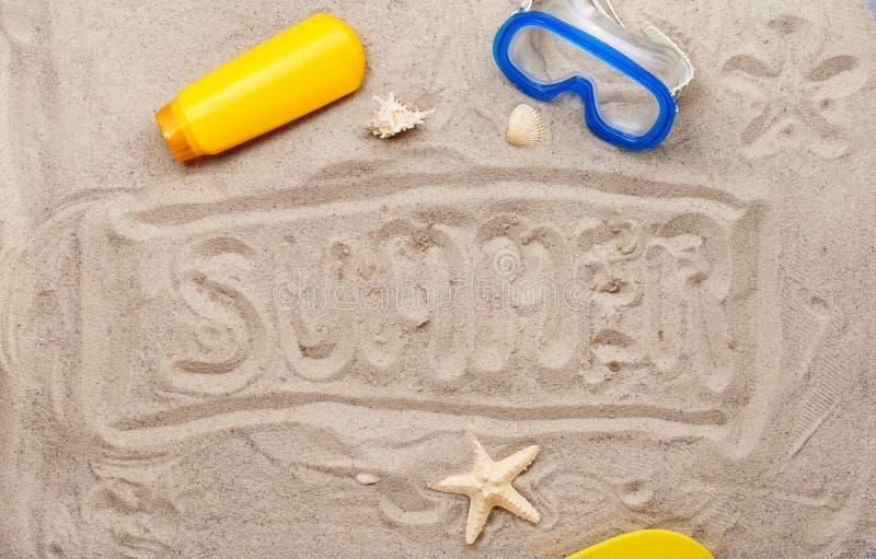 Aufschrift auf dem Sand - Sommer lizenzfreie stockfotografie
