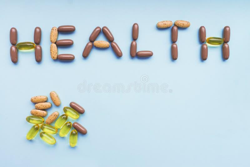 Aufschriftgesundheit von einem Satz bunten Pillen stockfotos