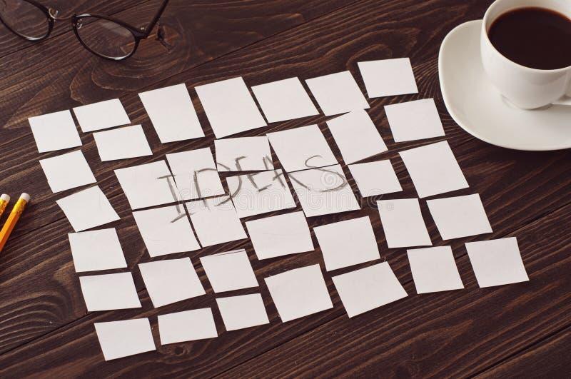Aufschriftidee des heftigen Papiers auf einem Schreibtisch lizenzfreies stockfoto