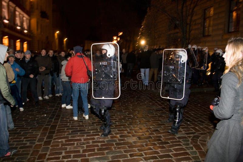 Aufstände und Polizei lizenzfreie stockfotos