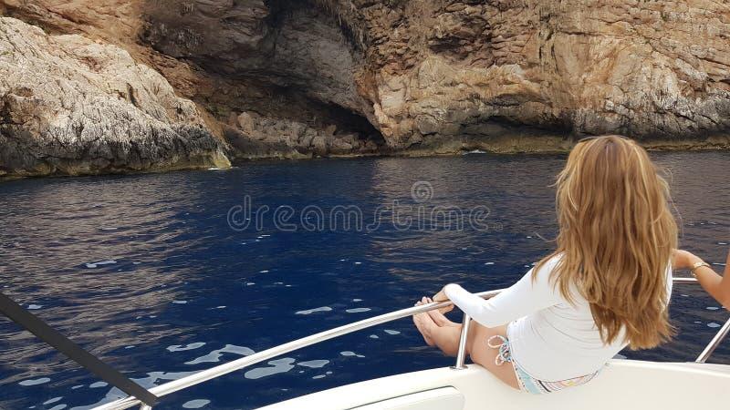 Aufstellung auf einem Segelboot auf der Insel von Cabrera majorca lizenzfreies stockfoto