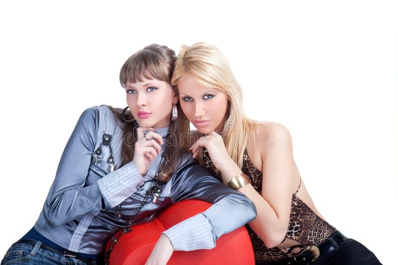 Aufstellung mit zwei junge prety Frauen lizenzfreies stockfoto