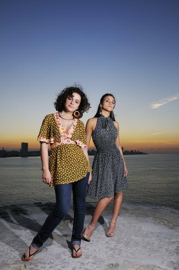 Aufstellung mit zwei Mädchen stockfotografie