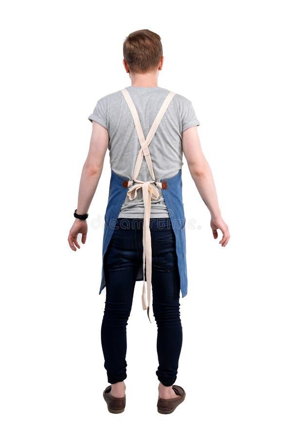 Aufstellungs, tragendes Schutzblech des Chefs, des Kellners oder des Barmixers des jungen Mannes und T-Shirt lokalisiert auf weiß stockbilder