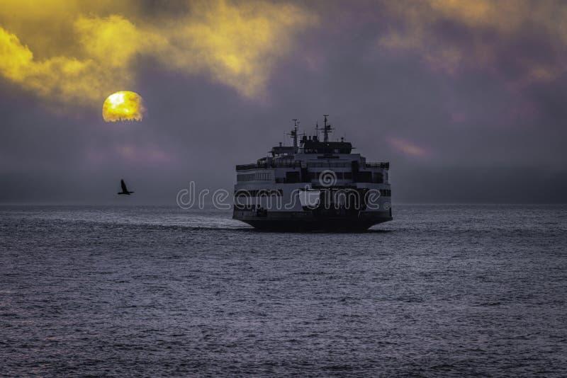 Auftauchen vom Nebel stockbilder