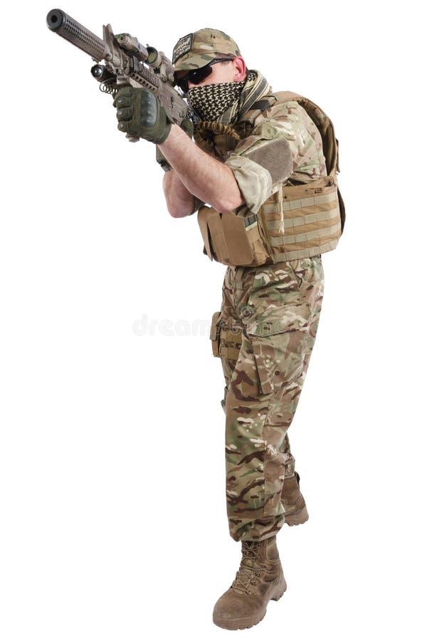 Auftragnehmer Private Military Company mit Sturmgewehr stockbilder