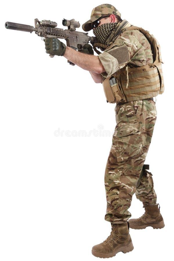 Auftragnehmer Private Military Company mit Sturmgewehr lizenzfreie stockfotografie