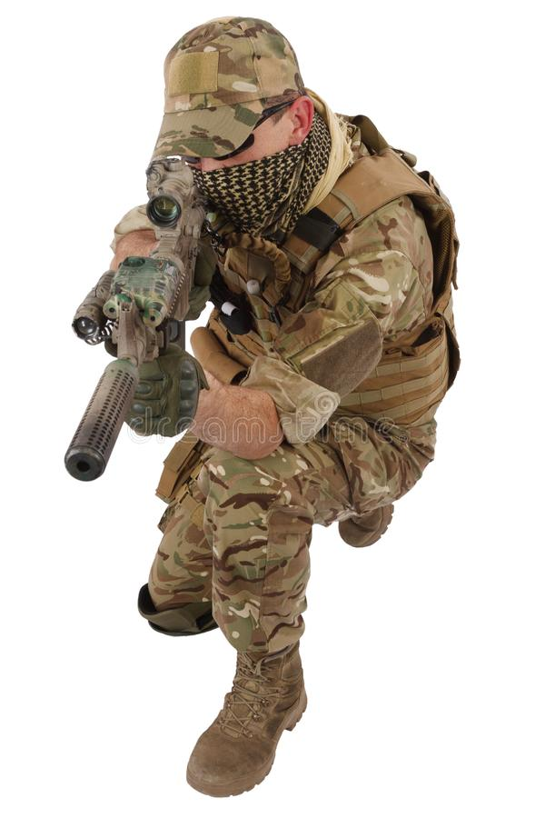 Auftragnehmer Private Military Company mit Sturmgewehr stockfotografie