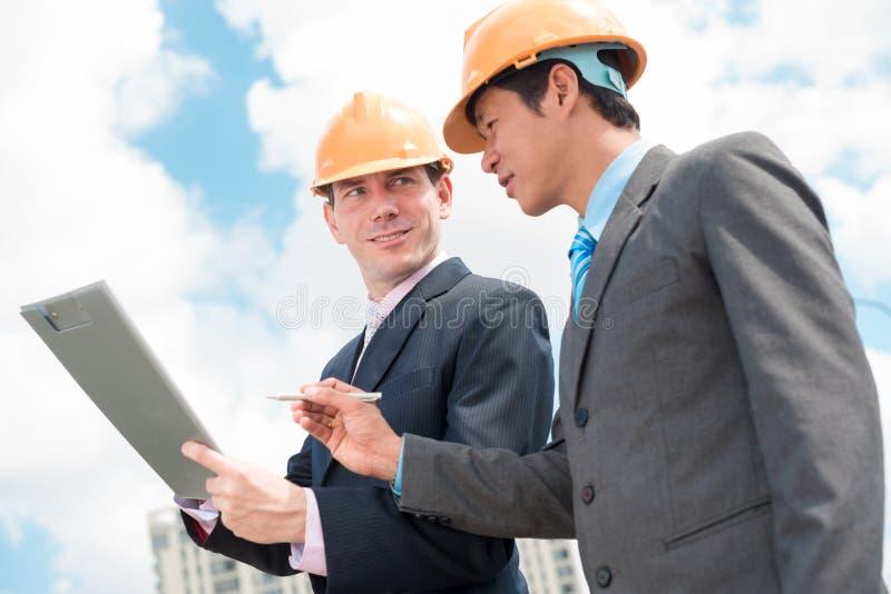 Auftragnehmer und Investor stockbild