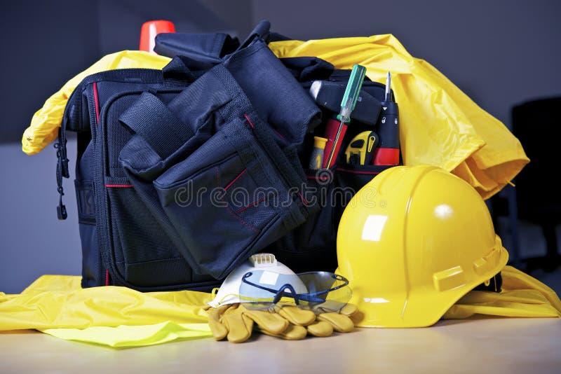 Auftragnehmer-Werkzeuge und Tasche lizenzfreie stockfotos
