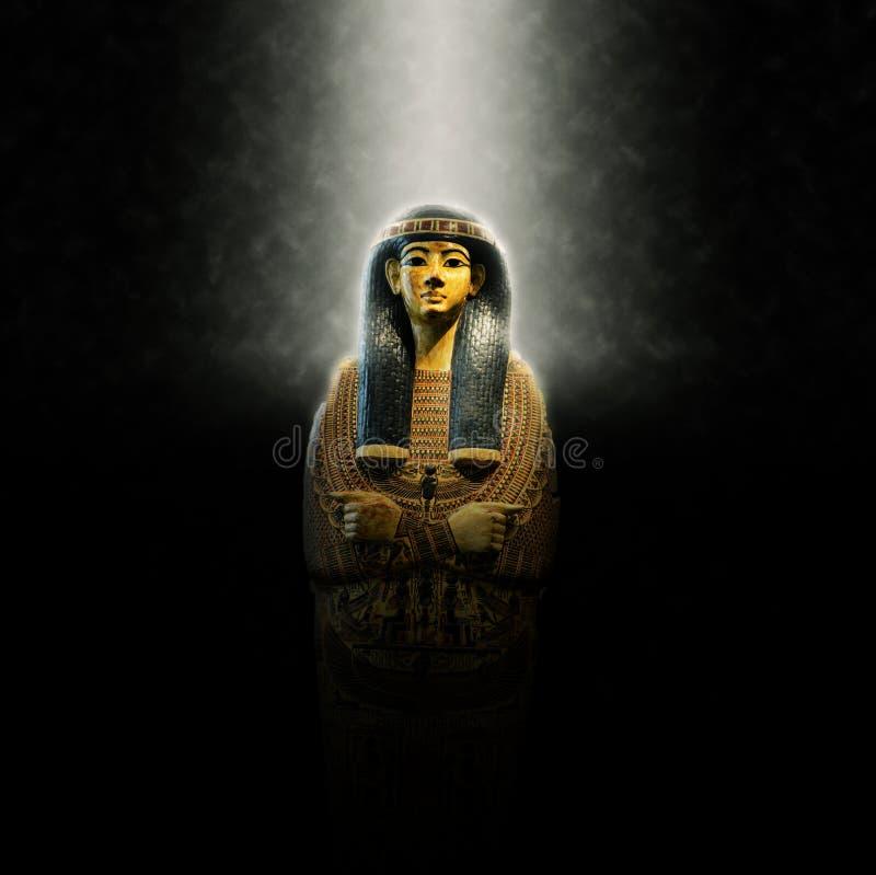 Aufwändiges dekoratives goldenes Grab ägyptischen Königs lizenzfreies stockbild
