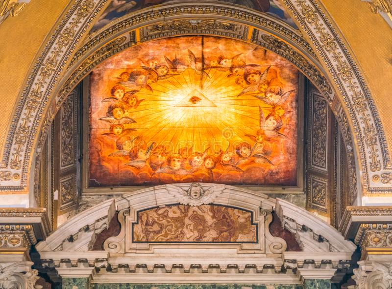 Aufwändiges Fenster im Baptistery der Basilika von Santa Maria Maggiore in Rom, Italien stockfotos