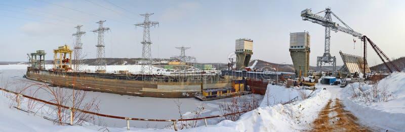 Aufwärts gerichtete Wasserkraftanlagen: strecken Sie sich, hydraulische Verriegelung, der Abschnitt von hydraulischen Sperren, Me stockfotografie