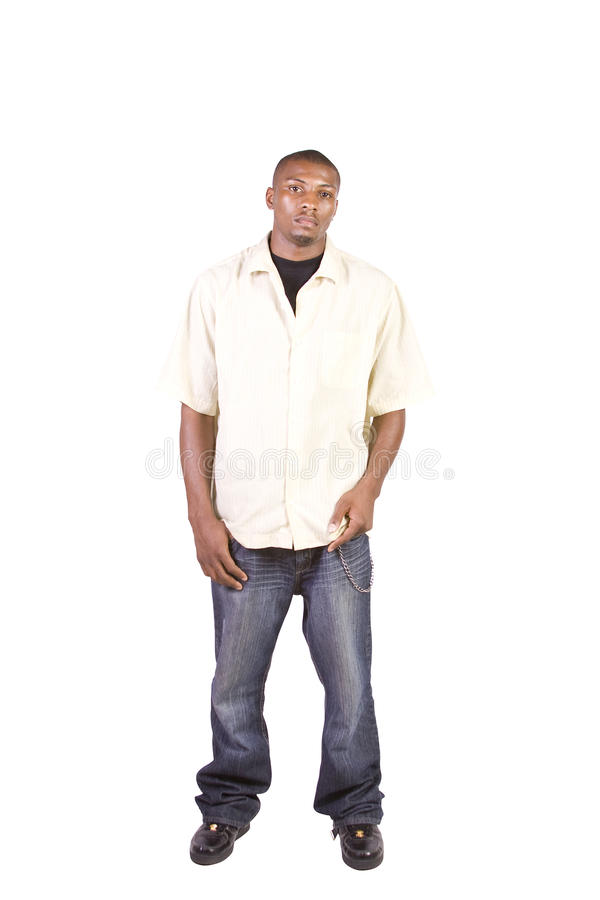 Aufwerfender Casua schwarzer Mann bei der Stellung lizenzfreies stockfoto