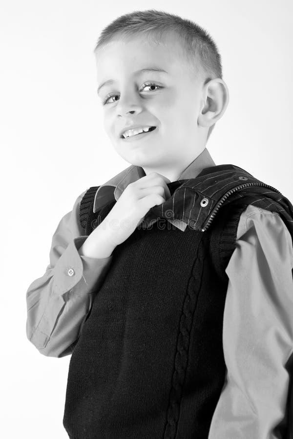 Aufwerfendes und lächelndes Kind lizenzfreie stockfotos