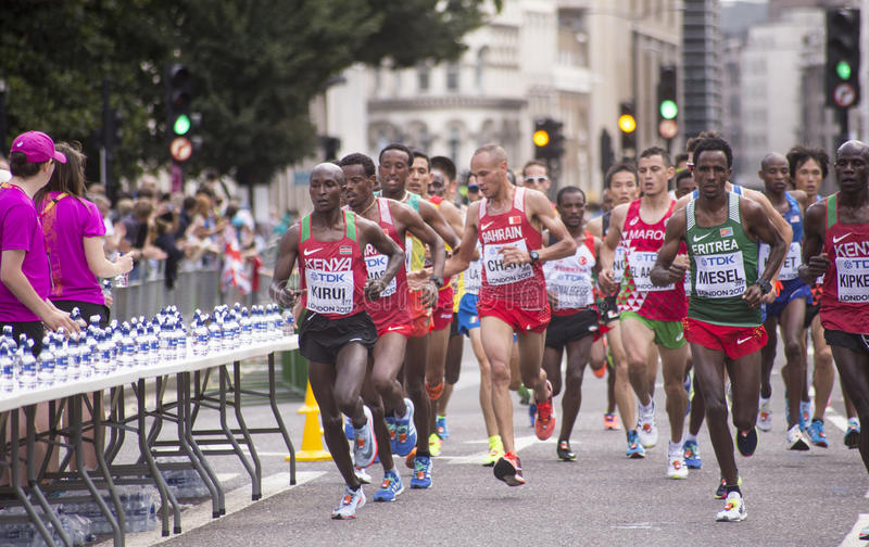 6 Aug `17 - London World Athletics Championships marathon: Geoffrey KIRUI. 6 August 2017, London: Geoffrey KIRUI KENYA lead the athletes to the water station on royalty free stock photos