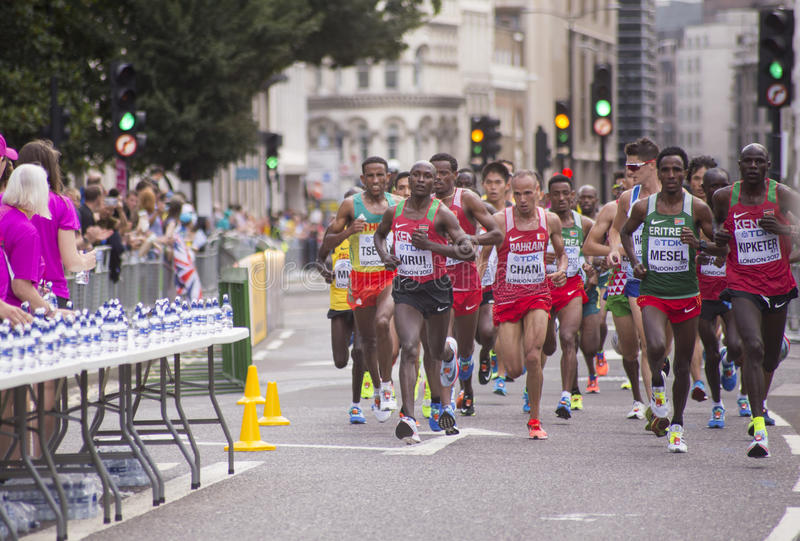 6 Aug `17 - London World Athletics Championships marathon: Geoffrey KIRUI. 6 August 2017, London: Geoffrey KIRUI KENYA lead the athletes to the water station on royalty free stock photo