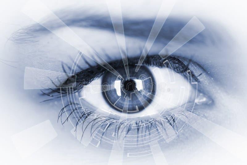 Auge, das numerische Information ansieht stockfotos