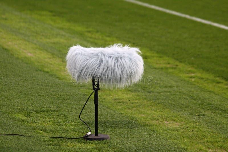 Auge de micrófono en un estadio de fútbol fotos de archivo libres de regalías