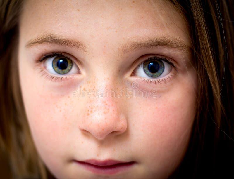 Augen des kleinen Mädchens lizenzfreie stockfotos