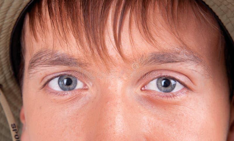 Augen eines jungen Touristen stockbilder