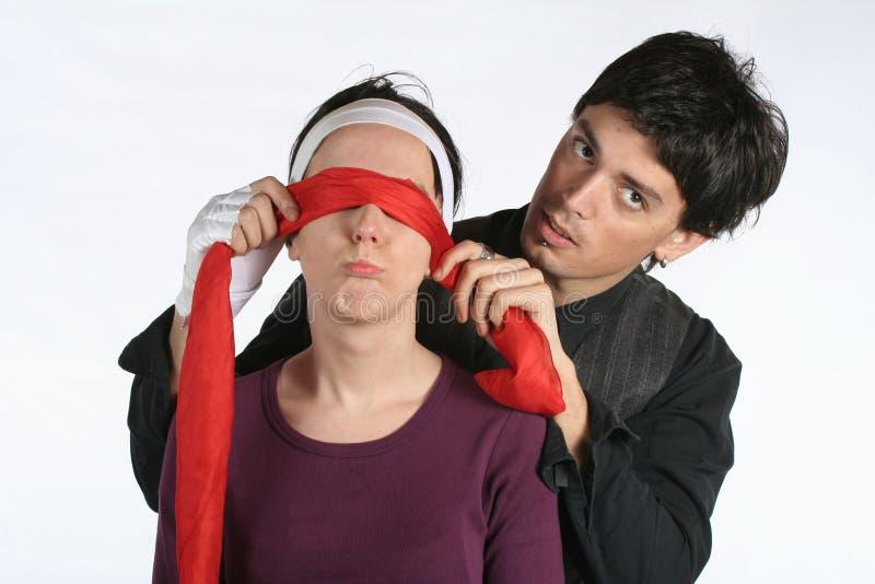 Augenbinde - Liebespaarspiel lizenzfreies stockfoto