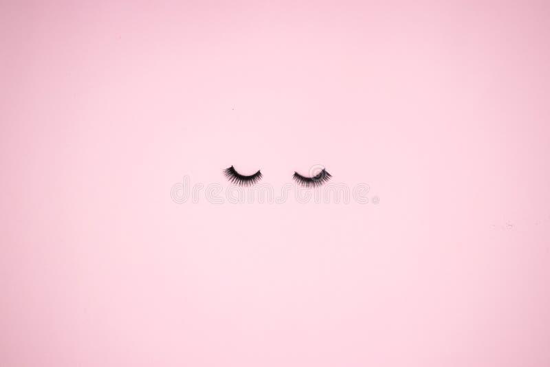 Augenpeitschen auf dem rosa Hintergrund lizenzfreies stockbild