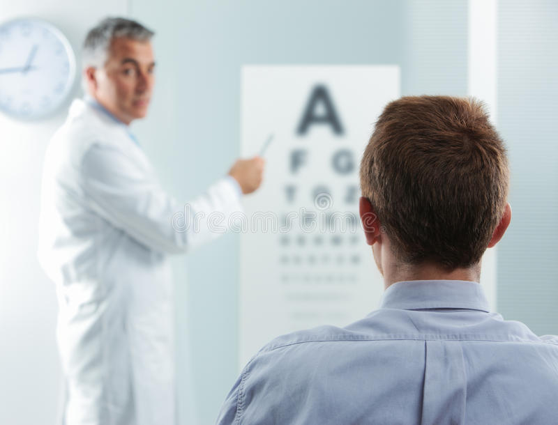 Augenuntersuchung lizenzfreies stockbild