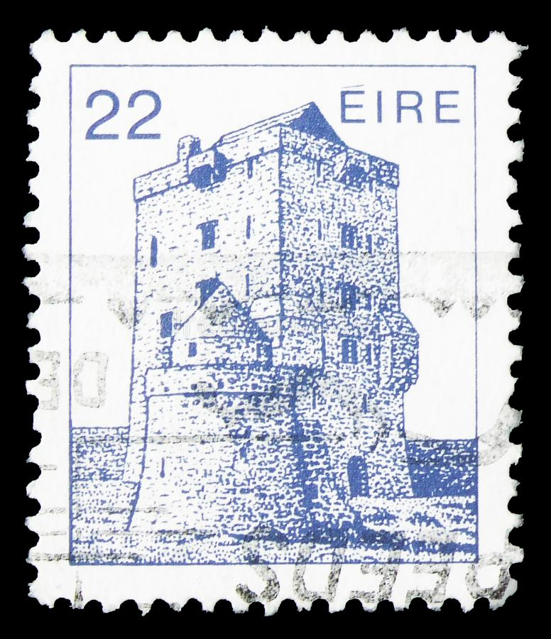 Aughanure Castle (16th Cty.) Oughterard, Irish Architecture Definitives 1982-1990 serie, circa 1982. MOSCOW, RUSSIA - SEPTEMBER 22, 2019: Postage stamp printed royalty free stock photos